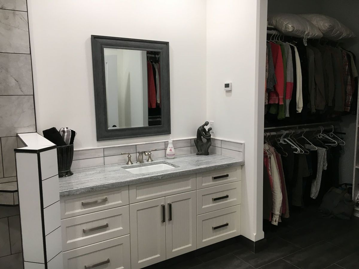 bathroom-mirror-family-room
