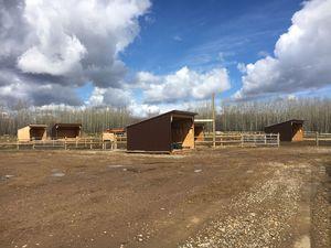 abandoned-noperson-barn-house